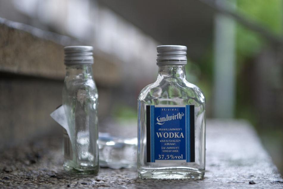 Zunächst saßen mehrere Männer friedlich zusammen und tranken Wodka, dann eskalierte die Situation (Symbolbild).
