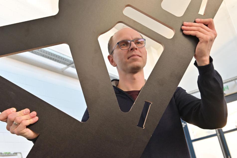 """Beschäftigte sich an der Uni mit Holz als Werkstoff - und schaffte durch kompetente Hilfe den Sprung in die Selbstständigkeit: """"LiGenium""""-Chef Christoph Alt (37)."""