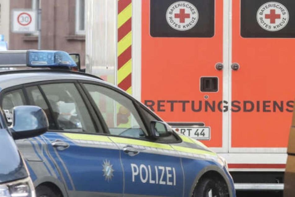 Die eintreffenden Rettungskräfte mussten beide Unfallbeteiligten aus den Autowracks befreien.
