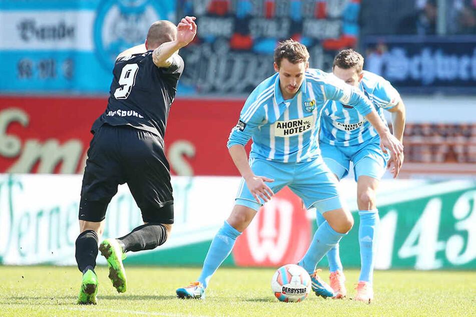 Anton Fink will an Torschütze Simon Brandstetter vorbei.