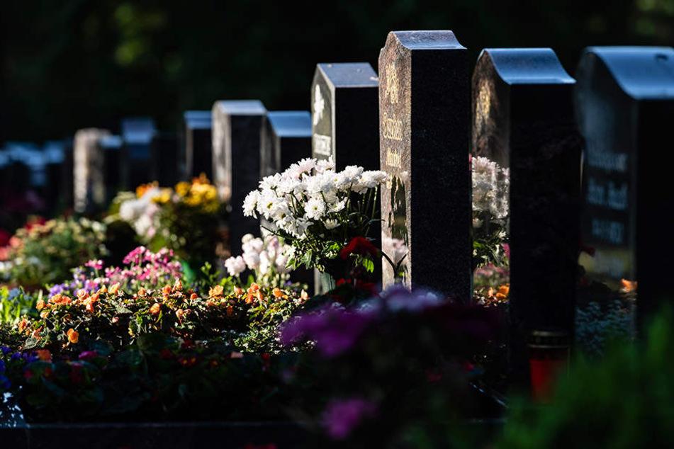 Für Trauernde ist es kein schöner Anblick, wenn rund um die Gräber alles vergammelt.