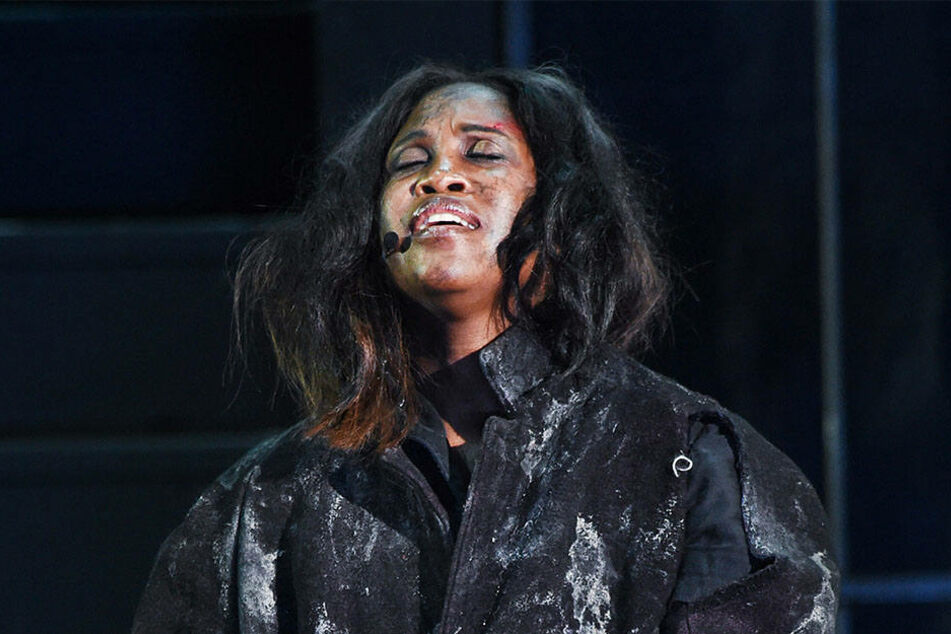 Wird Let's Dance Star Motsi Mabuse jetzt als Hexe gejagt?