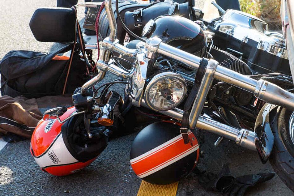 Das Foto zeigt die Harley Davidson des 60-Jährigen nach dem Unfall.