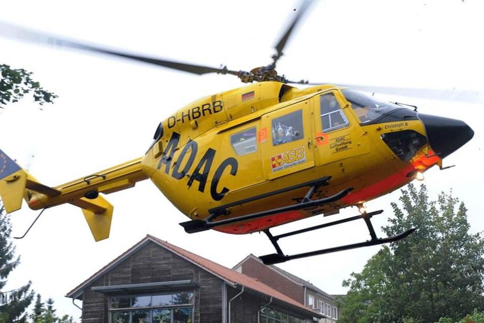 Der Spieler musste mit dem Rettungshubschrauber in die Klinik geflogen werden (Symbolbild).