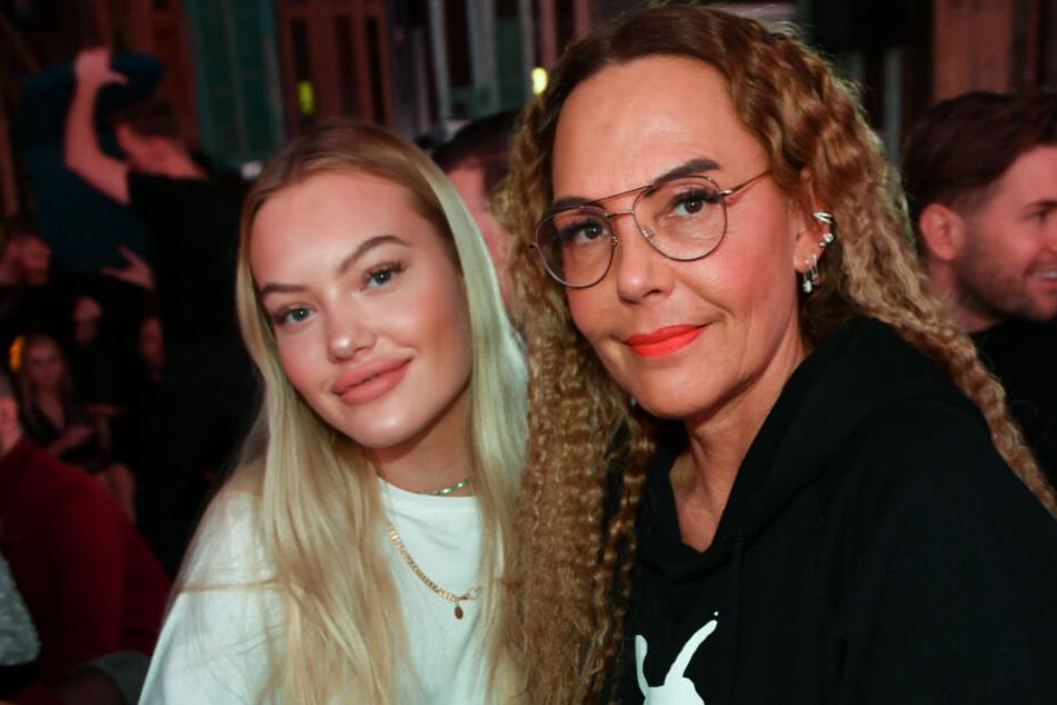 Natascha Ochsenknecht (r) und ihre Tochter Cheyenne Ochsenknecht sind bei dem Pearl Fashion Aperitif im THE REED.