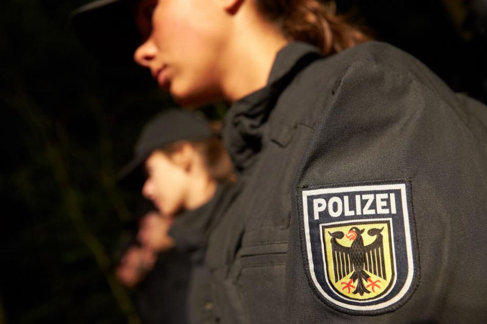 Zuerst floh der Angeklagte vor der Personenkontrolle, dann schoss ihm einer der Polizisten ins Bein. (Symbolbild)