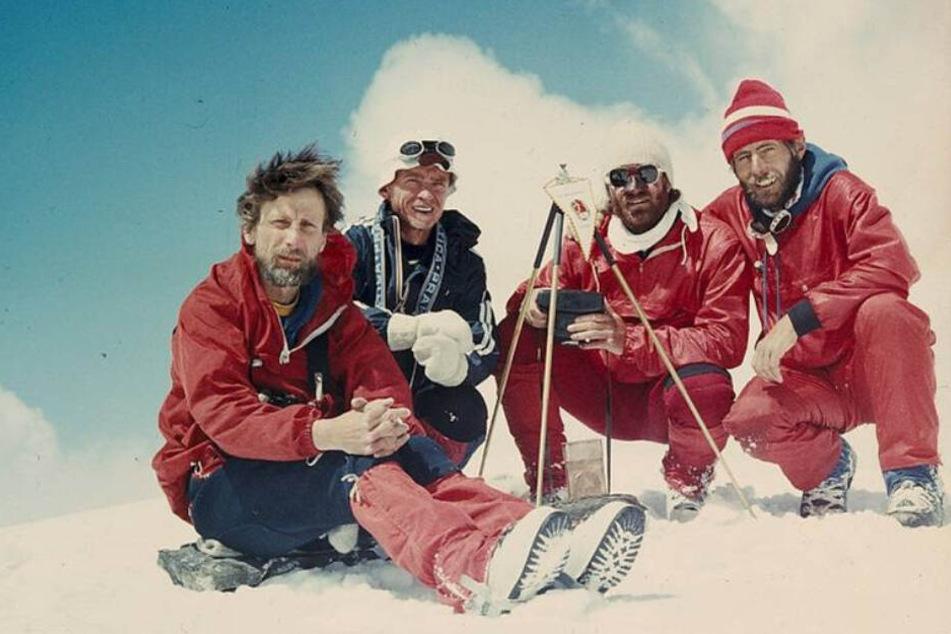 Die Gipfelstürmer 1989 auf dem (dann später so getauften) Pik Leipzig: Erhard Klinger, Siegfried Wittig, Wolfgang Hempel und Ralf Brummer (v.l.n.r.).