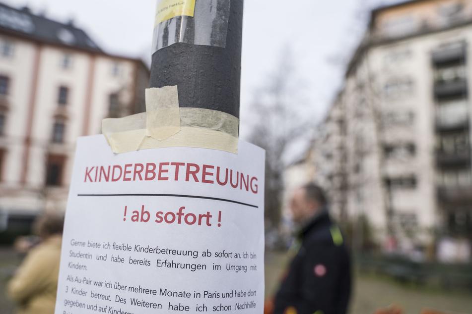 In Deutschland sind Kitas und Schulen weitestgehend geschlossen. Der Ruf nach privater Kinderbetreuung wird bei arbeitstätigen Eltern demnach groß.