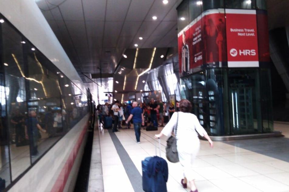 Alle Fahrgäste mussten zum Regionalbahnhof des Frankfurter Flughafens umsteigen.