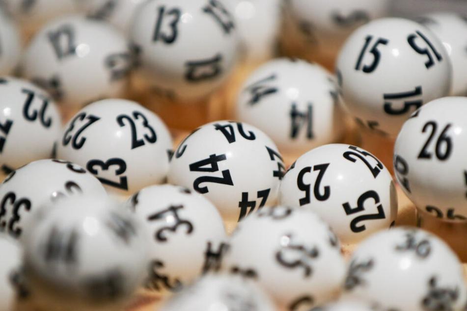 127 Menschen dürfen sich seit 2019 Lotto-Millionär nennen.