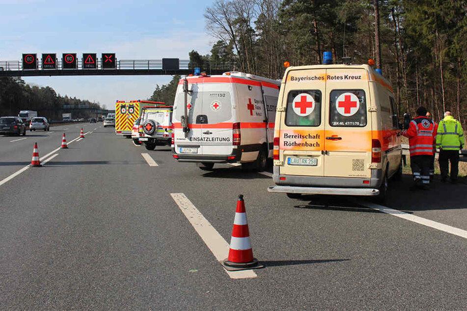 18 Personen konnten vor Ort behandelt werden. Vier Verletzte mussten allerdings ins Krankenhaus gebracht werden.