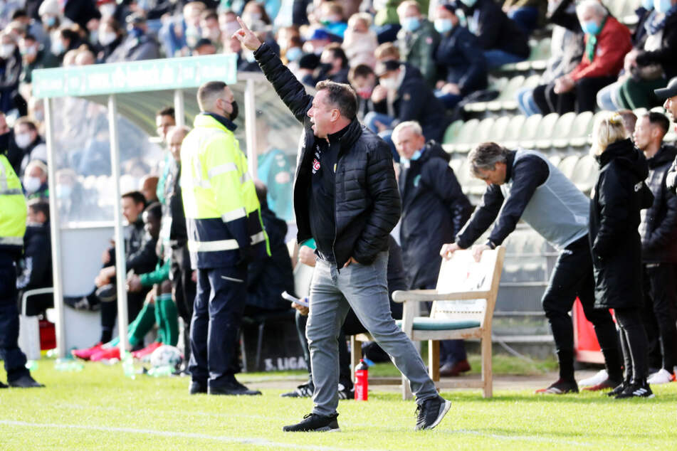 Beim Hinspiel hatte Dynamo-Coach Markus Kauczinski (50) noch die heißblütigen Lübecker Zuschauer im Nacken.