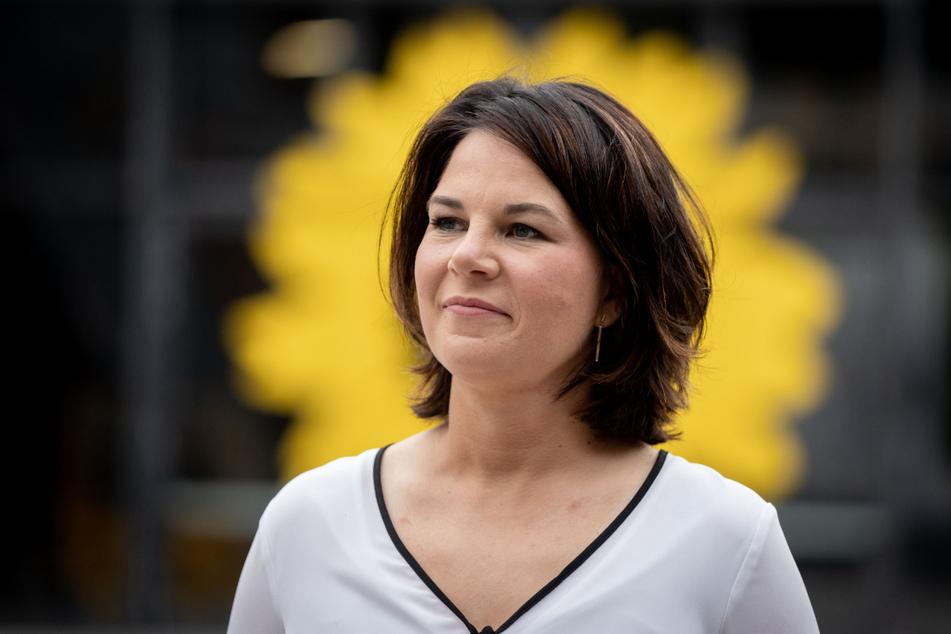 Grünen-Chefin und Kanzlerkandidatin Annalena Baerbock (40) hat sich für unkorrekte Details in ihrem Lebenslauf entschuldigt.