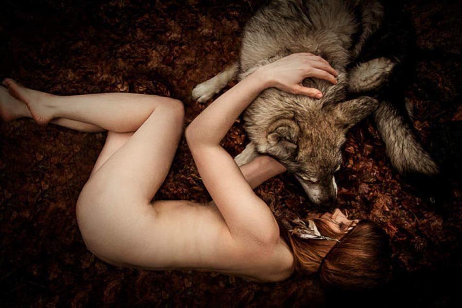 Ob Fee oder Wolfs-Bändigerin: Die Fotografin verwandelt Normalos in Märchenfiguren.