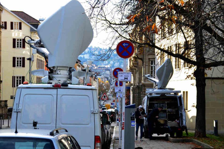 Das Medieninteresse war groß, entsprechend waren mehrere Übertragungswagen vor Ort.