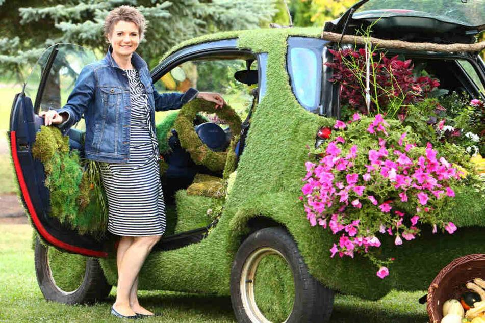 Leipzig: Einfach Gras über die Sache wachsen lassen! Hobby-Floristin macht Blumenbeete aus Autos