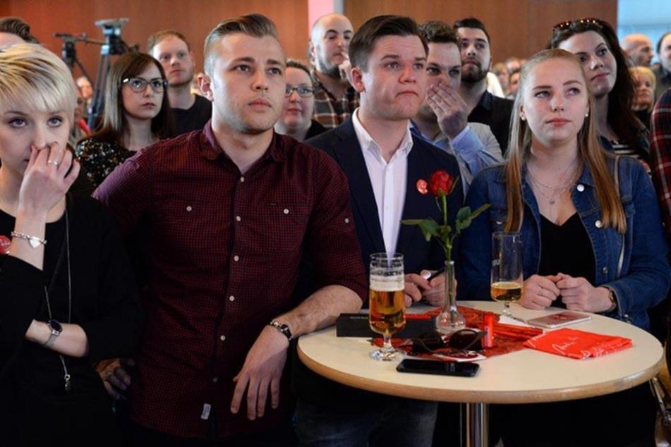 Angespannte Mienen bei der SPD vor der ersten Hochrechnung.