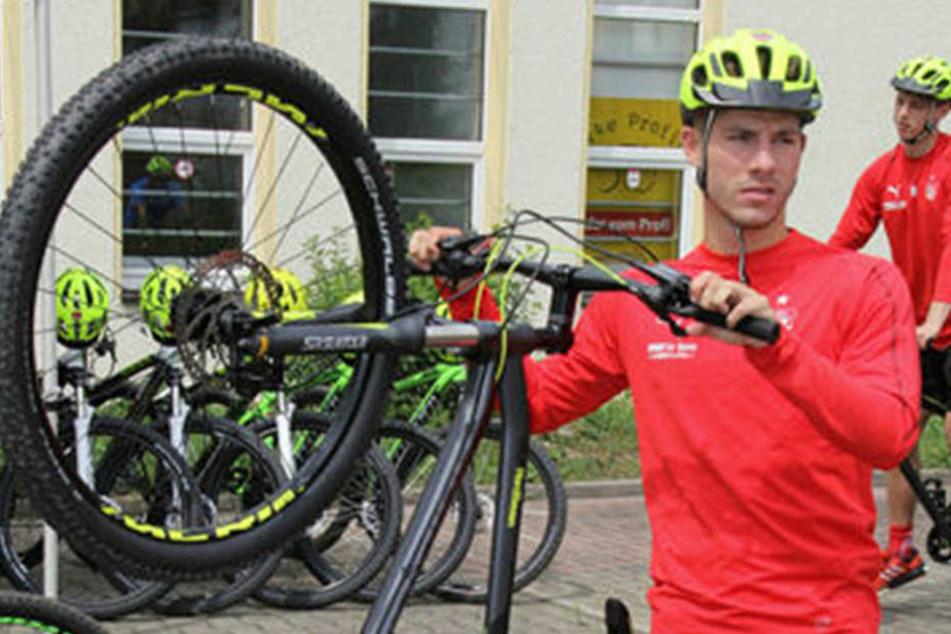 Beim Radfahren am Wochenende war Julian Hodek noch mit am Start. Jetzt steht er vor dem Absprung.