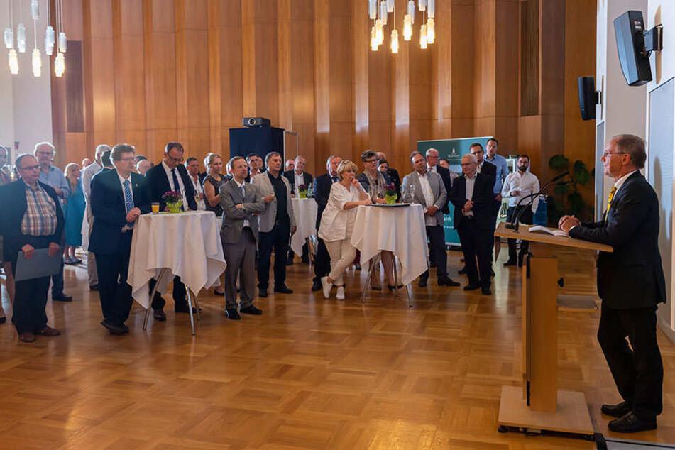 Bewegende Rede zum Abschied: Stadtrat-Urgestein Helfried Reuther (68, CDU, am Pult) zog Freitag noch einmal Bilanz.