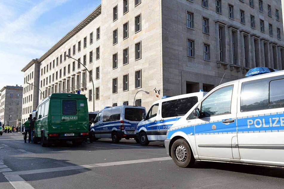Großeinsatz am Mittwoch vor dem Finanzministerium. (Symbolbild)