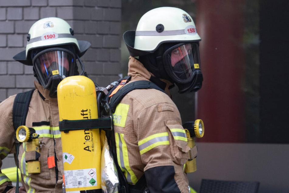 Ein Atemschutz-Trupp überprüfte die Wohnung und löschte das Feuer. (Symbolbild)