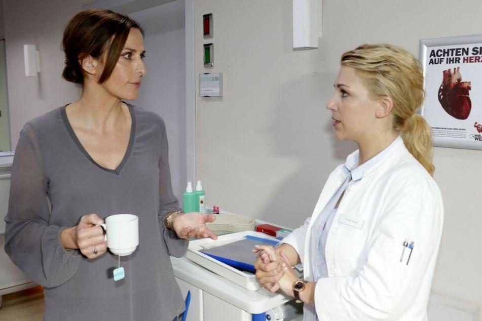 Lilly (r.) gesteht Katrin, dass sie an Johannas Zustand schuld ist.