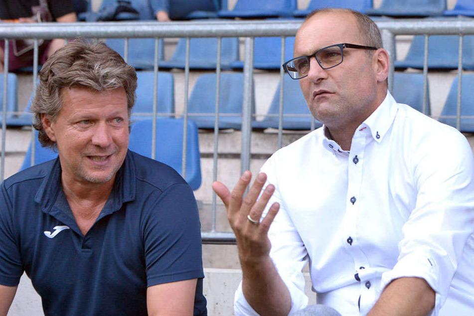 Nun möchte Markus Rejek auch gut mit Arminen-Coach Jeff Saibene (li. 48) und Gerrit Meinke (49).
