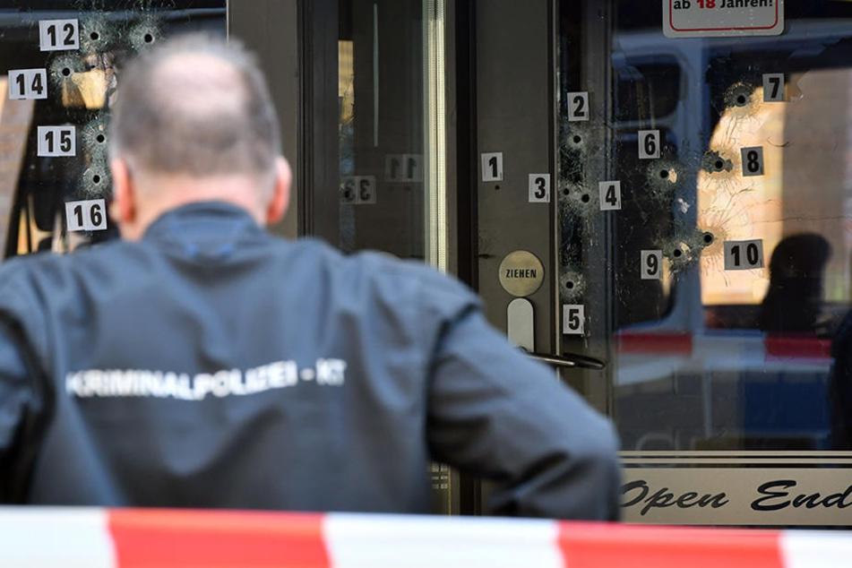 Mehrere Schüsse trafen den Eingangsbereich des Weddinger Lokals.