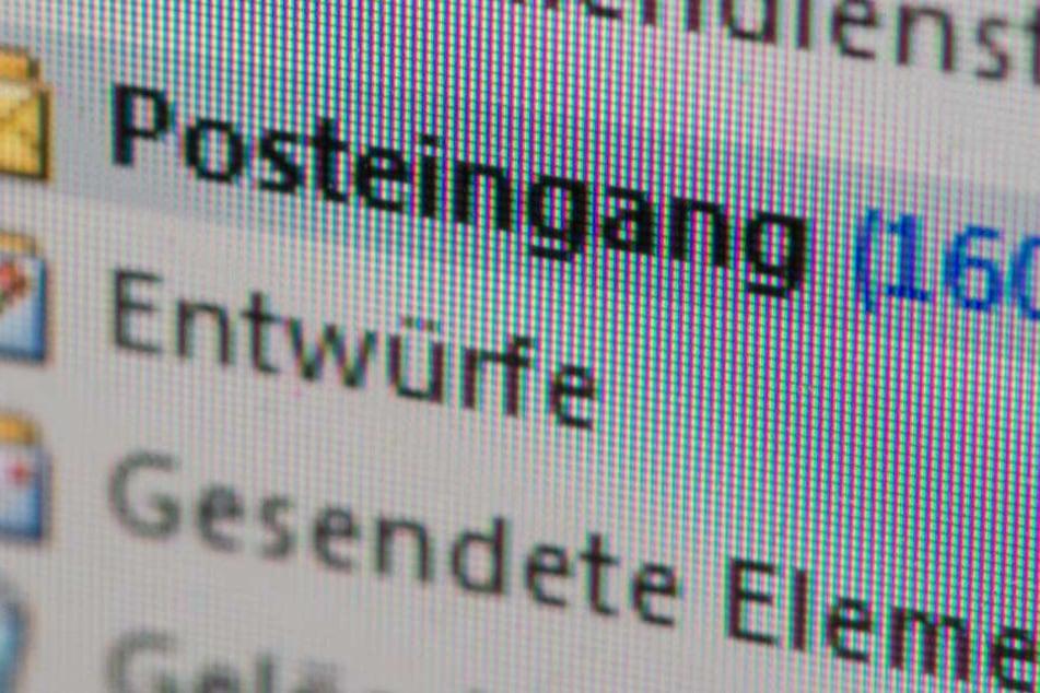Unbekannte verschicken rechtsextreme Droh-Mails an öffentliche Institutionen. (Symbolbild)