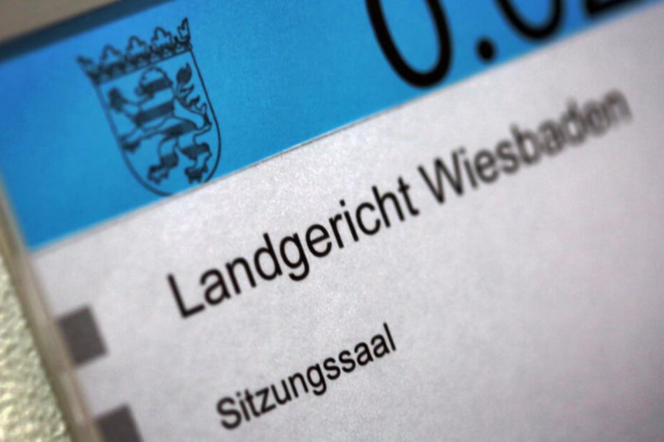 Der Prozess wird am Wiesbadener Landgericht geführt (Symbolbild).