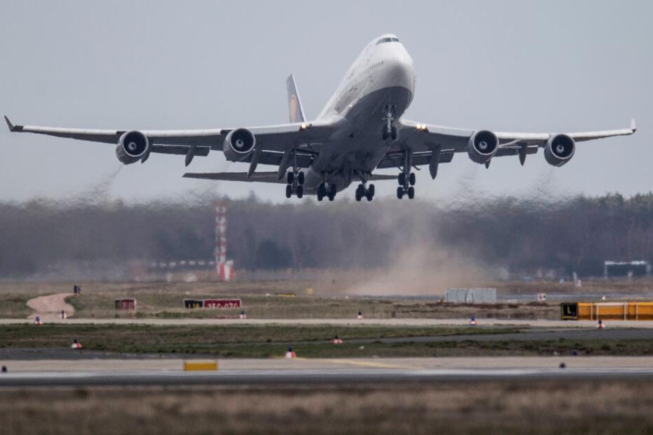 Am Frankfurter Flughafen bleibt der Verkehr weiterhin eingeschränkt. (Symbolbild)
