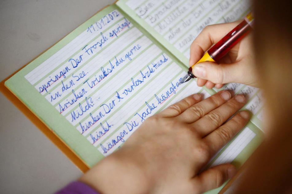 Laut einer Studie hat die Fibelmethode beim Lernen der Rechtschreibung den größten Erfolg (Symbolbild).