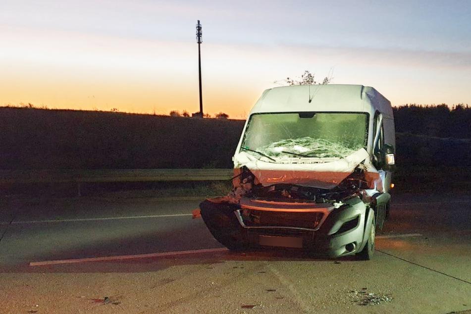 Am Transporter entstand erheblicher Schaden.
