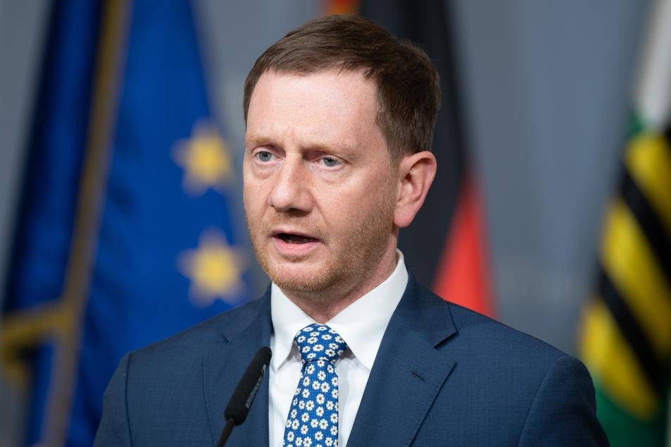 Michael Kretschmer (45, CDU), Ministerpräsident von Sachsen, redet während eines Pressestatement in der Sächsischen Staatskanzlei. Anlass ist der Impfgipfel mit der Bund-Länder-Schalte zum Thema Impfen.