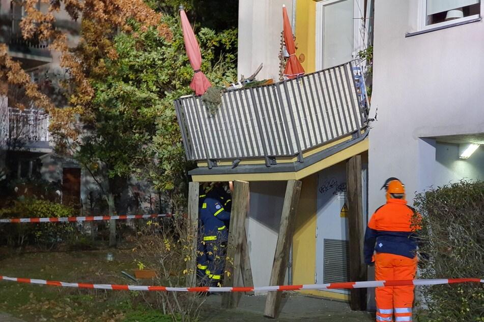 Aus bislang unbekannter Ursache ist an einem Potsdamer Wohnhaus ein Balkon im Hochparterre abgerutscht.