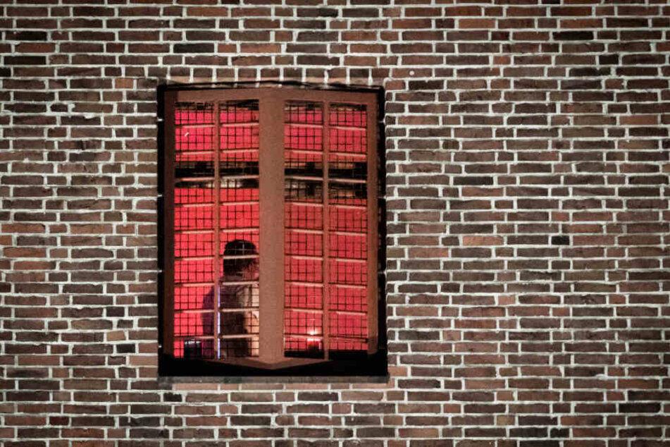 Ein Inhaftierter hat in einem Hamburger Gefängnis eine Kerze angezündet.