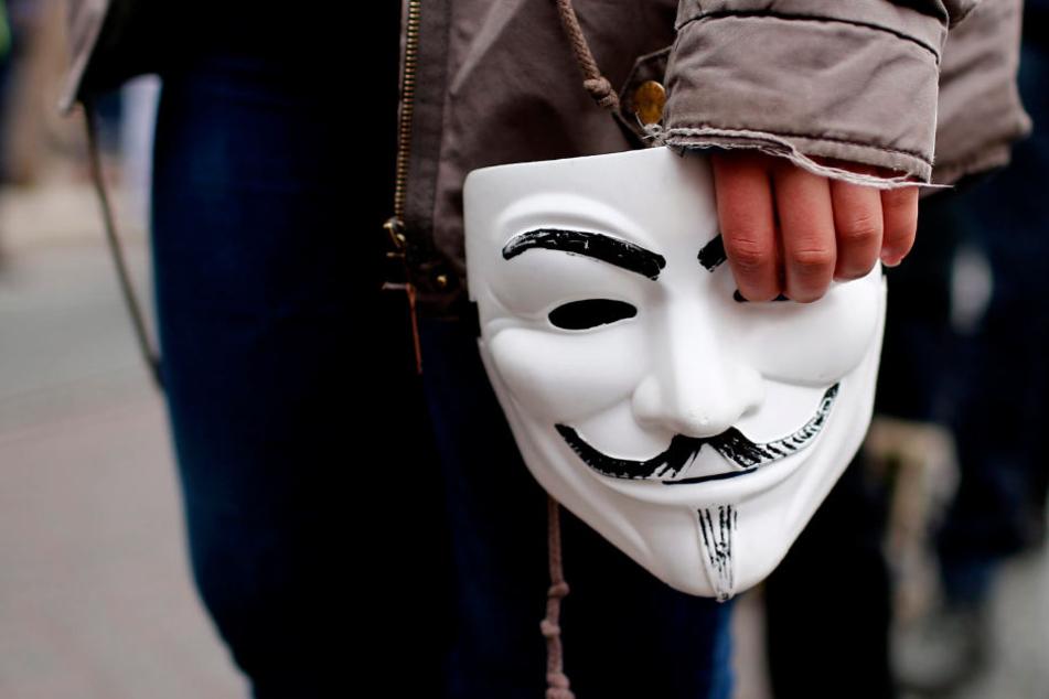 """Mit einer solchen Maske beging der Räuber die Tat. Bekannt ist sie durch die """"Anonymous""""-Bewegung sowie den Film """"V - Wie Vendetta"""" geworden. (Symbolbild)"""
