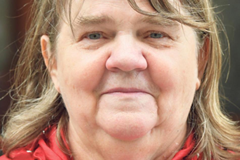 """Monika Brandt (65), Rentnerin, gebürtig aus Görlitz und in Bayern lebend, weiß, was sie wählt, aber verrät nur ein bisschen: """"Ich wähle bayerisch. Diese Partei wähle ich immer und ich finde es sehr wichtig, zur Wahl zu gehen."""""""
