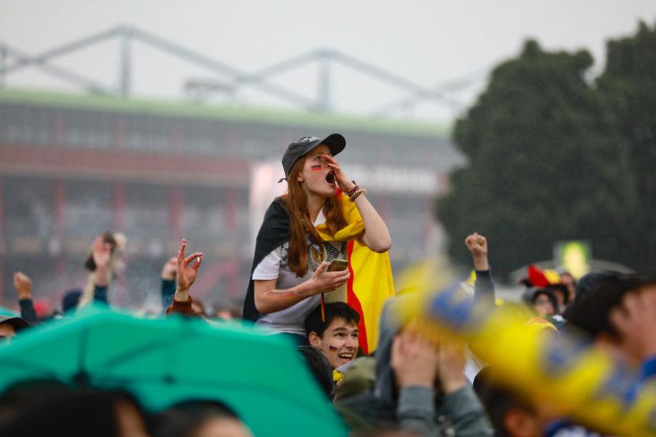 Zum Spiel gegen Schweden kamen deutlich weniger Fans auf das Heiligengeistfeld, als erwartet.