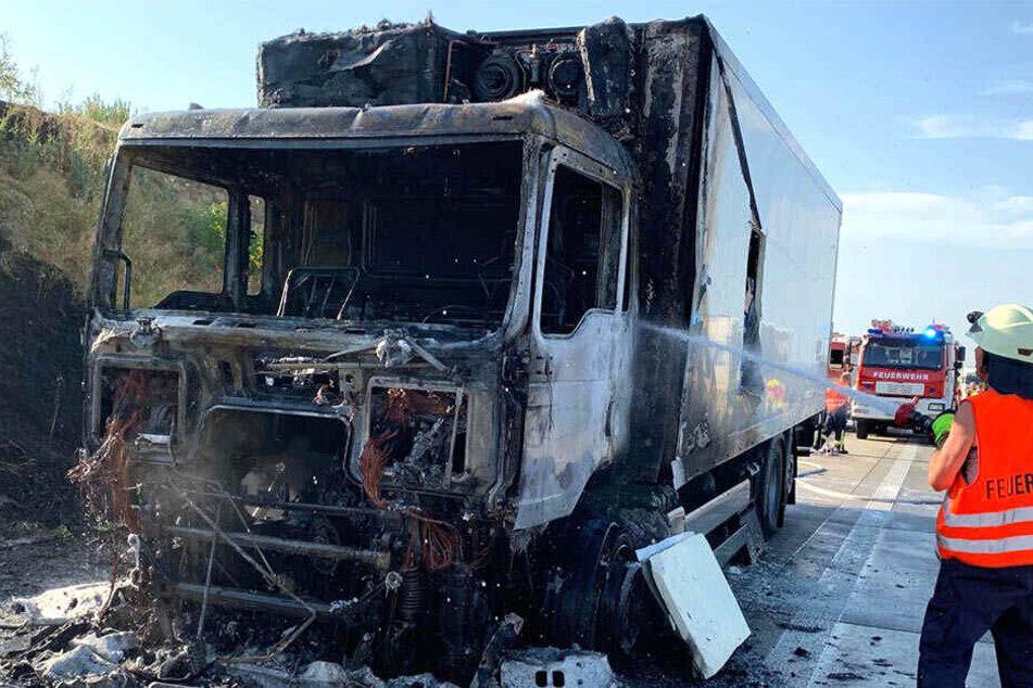 Dresden: Sperrung! Lkw fängt auf A17 Feuer