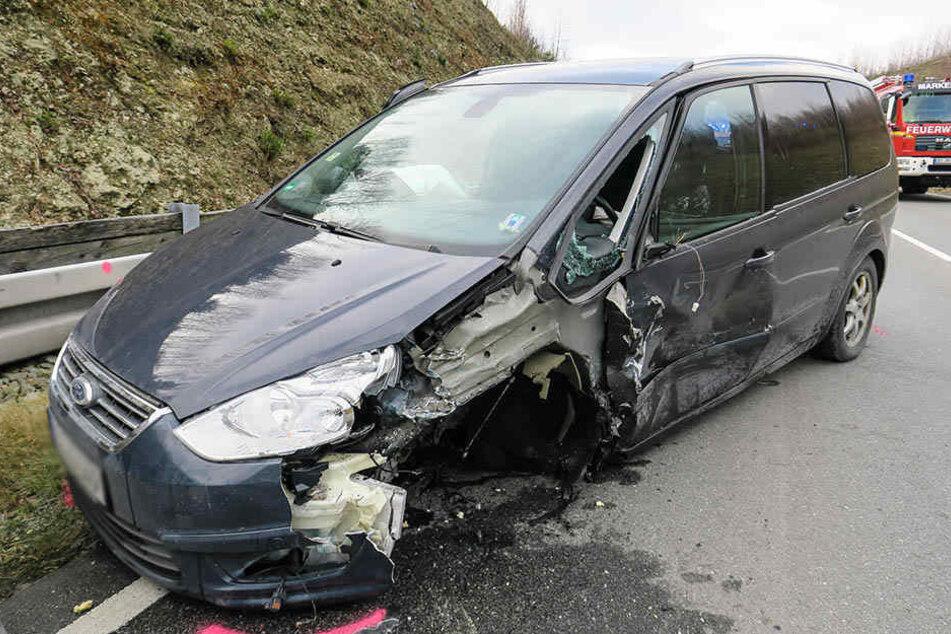 Auch die Insassen des Ford wurden bei dem Unfall verletzt.