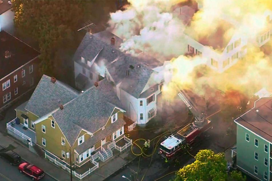 Dutzende Häuser standen gleichzeitig in Flammen.