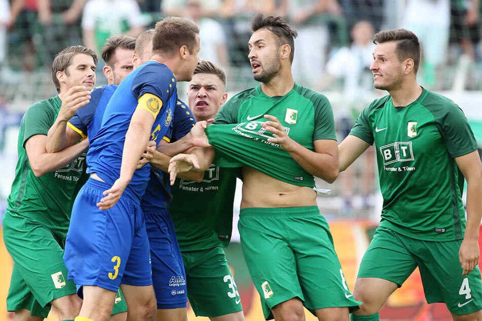 Nachdem es zu dem Zwischenfall beim Derby zwischen Lok Leipzig und BSG Chemie kam, ermittelt nun der NOFV gegen beide Vereine.
