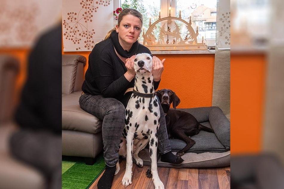 """Silvester ist nichts für Harrys Ohren. Susanne Schaper (40, Linke) """"flieht"""" daher mit ihren Hunden an die Nordsee."""