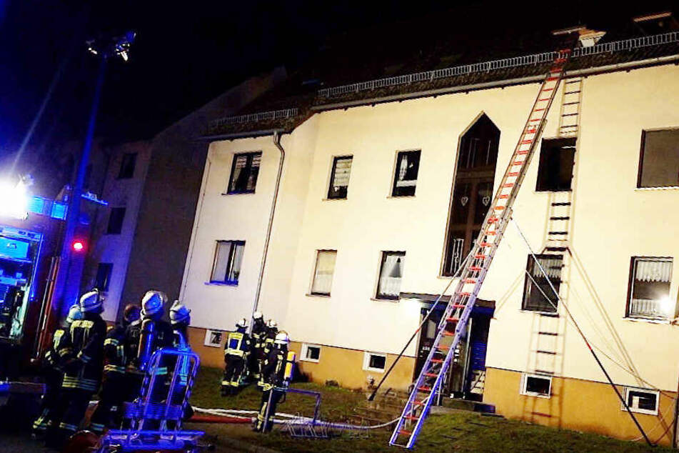 Jämmerliche Schreie: Mutter und vier Kinder in brennender Wohnung gefangen