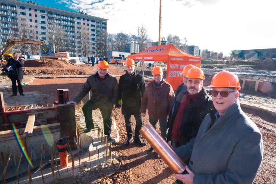 Vorstand und Aufsichtsrat der CAWG legten den Grundstein für das Elf-Millionen-Projekt.