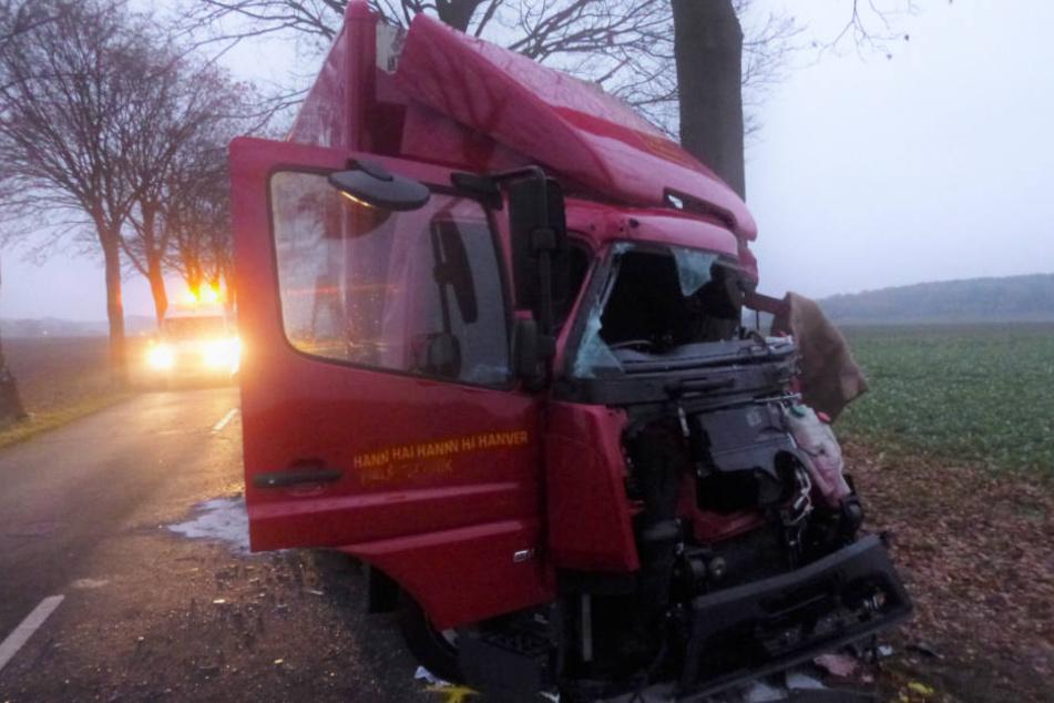 Der Lkw-Fahrer starb an den Folgen des Unfalls.