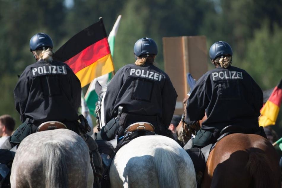 Polizeireiter werden oft bei Demonstrationen und Fußballspielen eingesetzt.