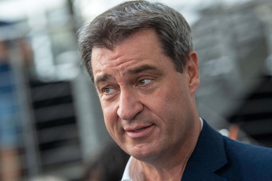 Ministerpräsident Markus Söder will neue Informationen zum ÖPNV geben.