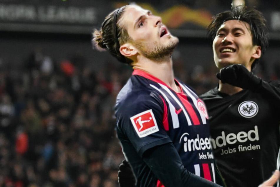 So nah liegen Freude und Leid beieinander: Daichi Kamada (r.) freut sich über seinen Dreierpack beim 4:1 über Salzburg, während Goncalo Paciencia nach dem 1:2 gegen Union die Welt nicht mehr versteht.